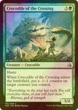 [FOIL] 横断地のクロコダイル/Crocodile of the Crossing 【英語版】 [AKH-緑U]